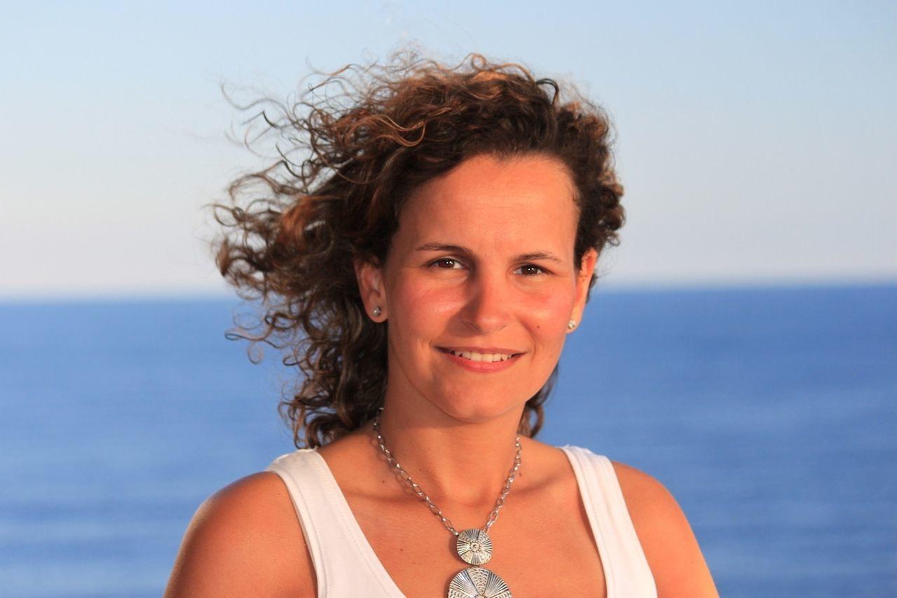 Cruze Cruzeiro Curly Hair Portrait Of A Woman Woman EyeEm Woman