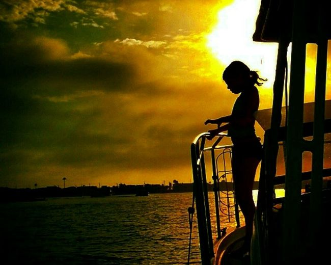 Silhouette Sillouettes And Sunsets Silloette And Sky July Showcase Enjoying Life Cellphone Photography The Week Of Eyeem