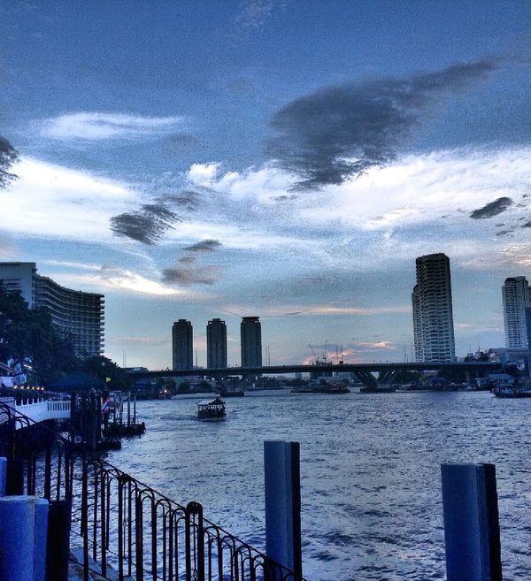 Use your imagination and see the wings in the sky... Sky Captured Moment EyeEm Captured ANGEL IN CLOUDS Eyes Are Soul Reflection Bangkok