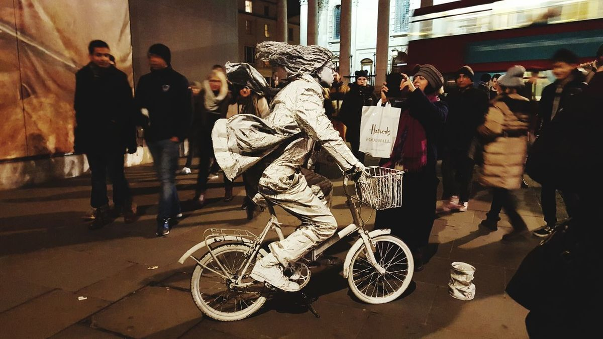 Human Statue Statue Bicycle Trafalgar Square National Portrait Gallery Check This Out Taking Photos Uk London Paint Illusion