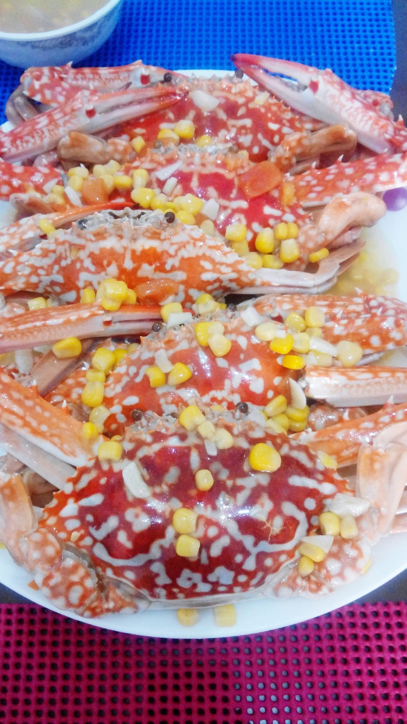 Crabs drizzled with butter and corn! Yum! Enjoying Life Hello World Crabs Ilovefood Seafood Yum:)