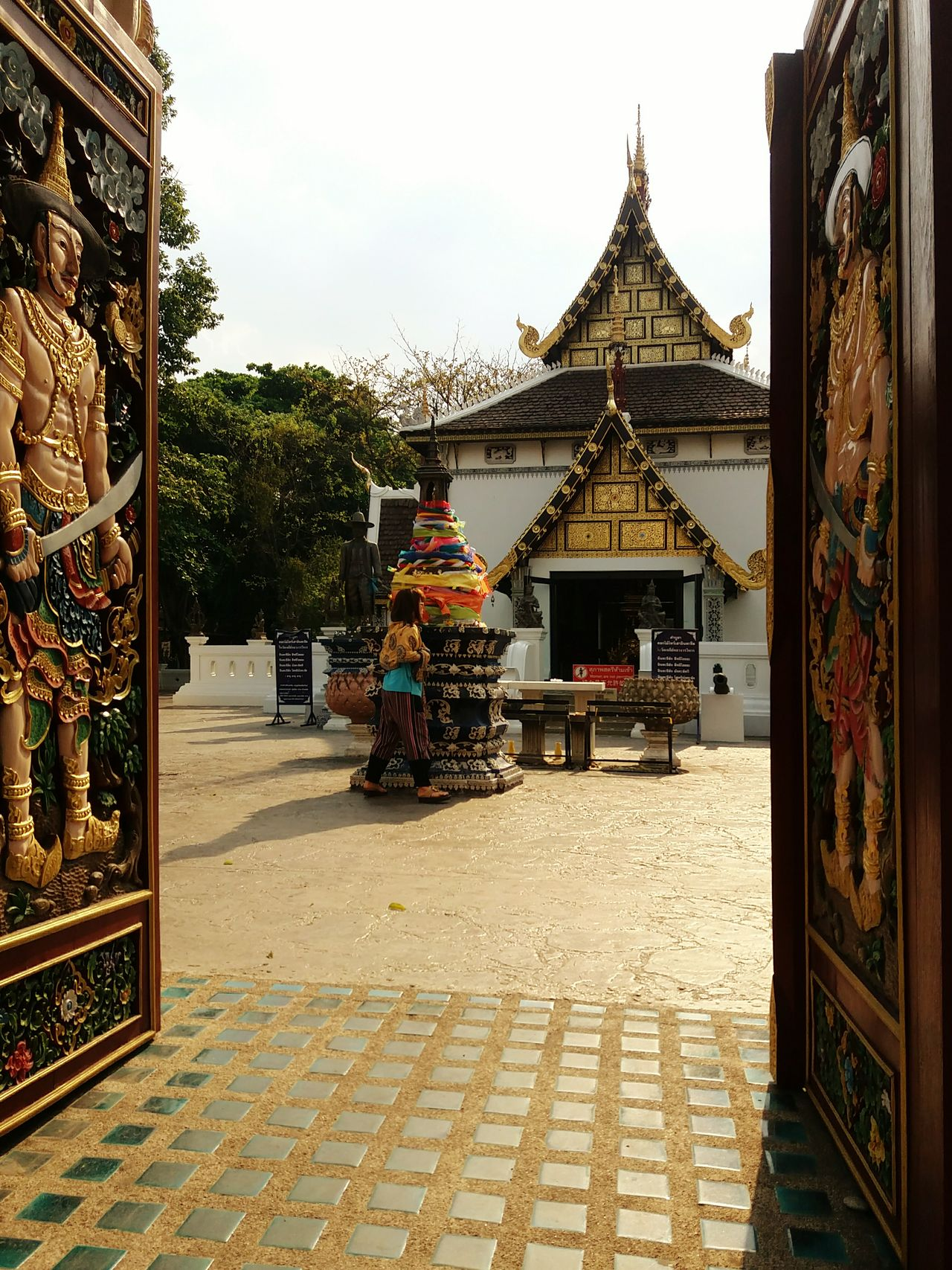 Thailand Temple Through The Door Sunshine Abroad Having Fun