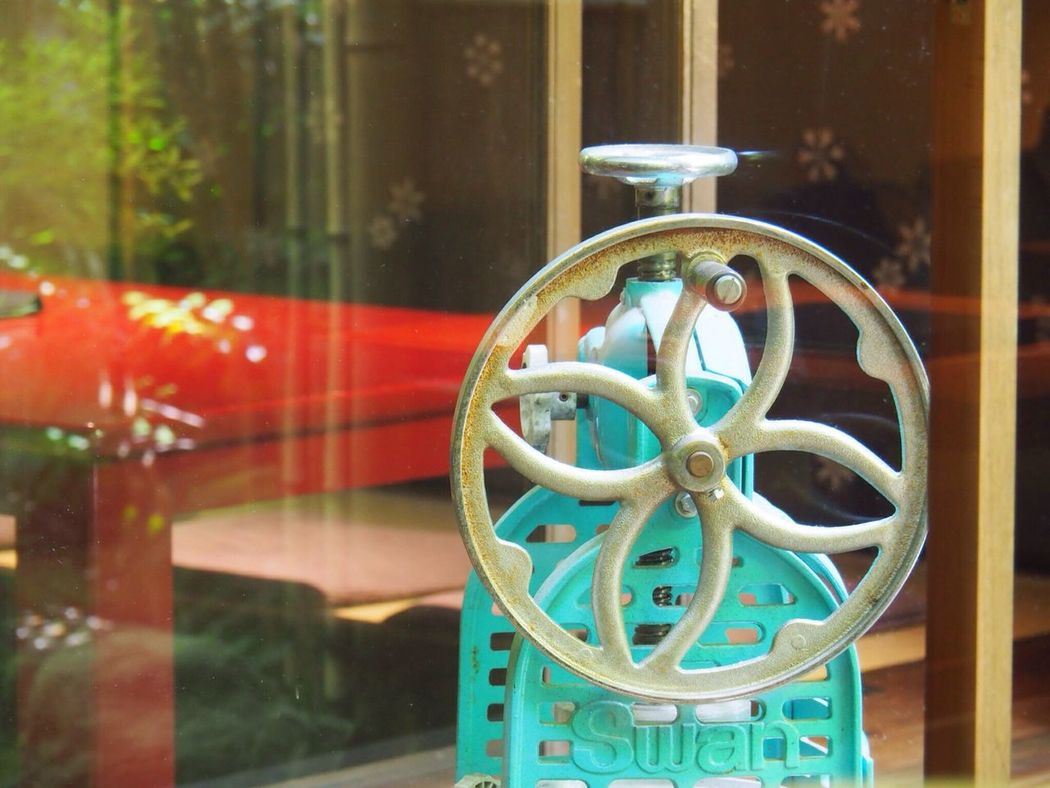 Kyoto Japan Gion Niti Cafe Shaved Ice Machine Table Japanese Style Storeinterior Olympus PEN-F 京都 日本 祇園 カフェ かき氷 店内