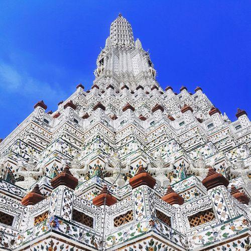 "Phra Prang at Wat Arun ""Temple of a dawn"" Watarunbangkok Watarun Templeofdawn Temple Bangkok Architecture"