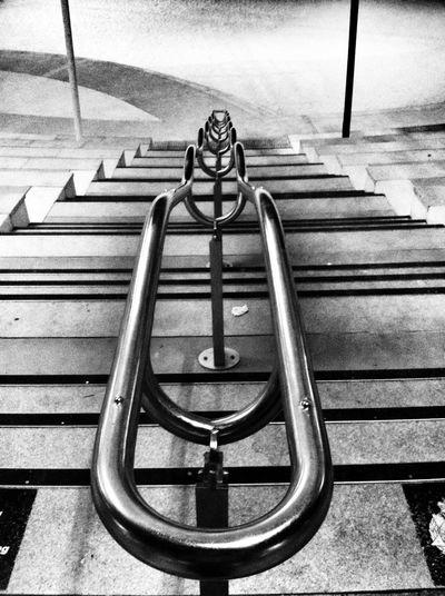 这城市终于安静了,心里面的回忆却好吵--原来我是巨蟹座 Urban Geometry Streetphotography Streetphoto_bw Getting Inspired