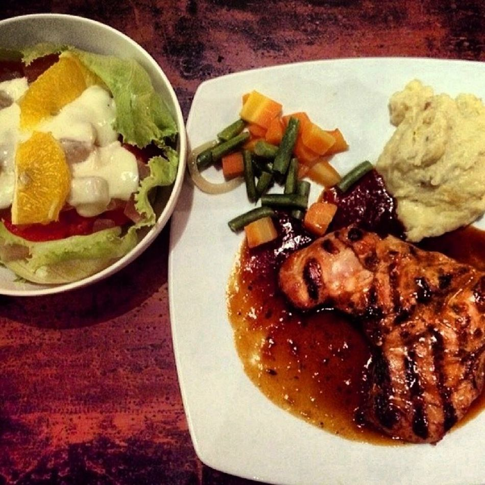 Chicken steak and fruit salad ?? Instasize Instafood Instasteak ???