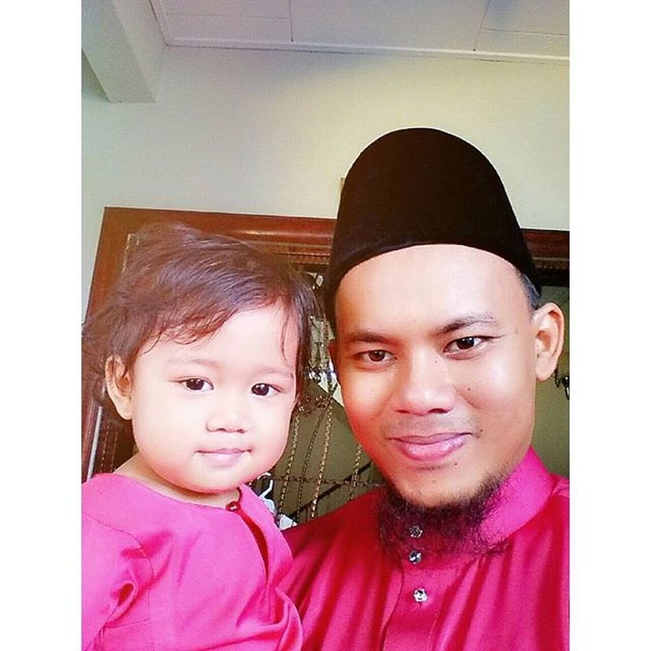 Selfie bersama budak kecik ni..divert jap sebab kacau mama die nak bersiap....hehe Pagiraya Eidmubarak2015 Harirayaaidulfitri Fatimahnursofyea Selfie Mixcamera360 Nexus5photography InstaFitApp
