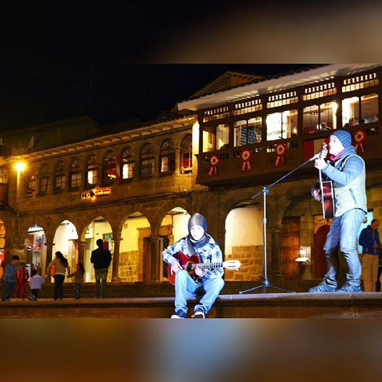 Cusco Plazadearmas Nochecuzco Cantante Cantores