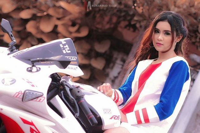 HUNTING PHOTO DI ACARA KOPDAR YAMAHA R25 @r25indonesia at @rumahsarwono ° ° ° ° ° Rumahsarwono R25indonesia Rumahsarwonor25 Hunting Kopdar Model Girl Beautiful Beauty Yamaha Like4like Love Likeforlike Love4love Follow4follow Followforfollow Jakarta Casual INDONESIA