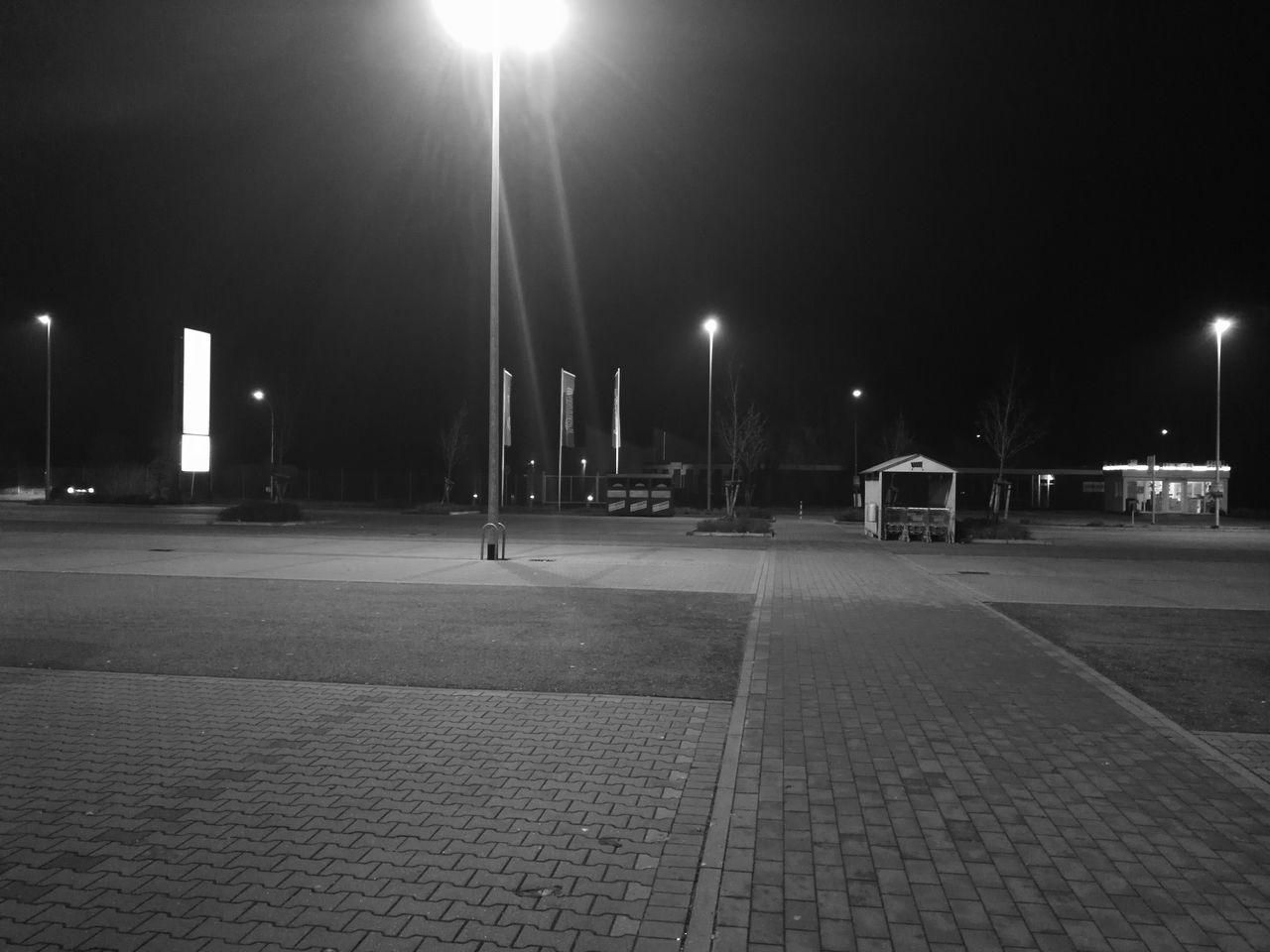 353/365 Schwarz Weiß auf dem Parkplatz Photooftheday Sorcerer86 Eyeemgermany Bilsbekblog Photo365 Eyeempinneberg Huaweiography Huaweimate9