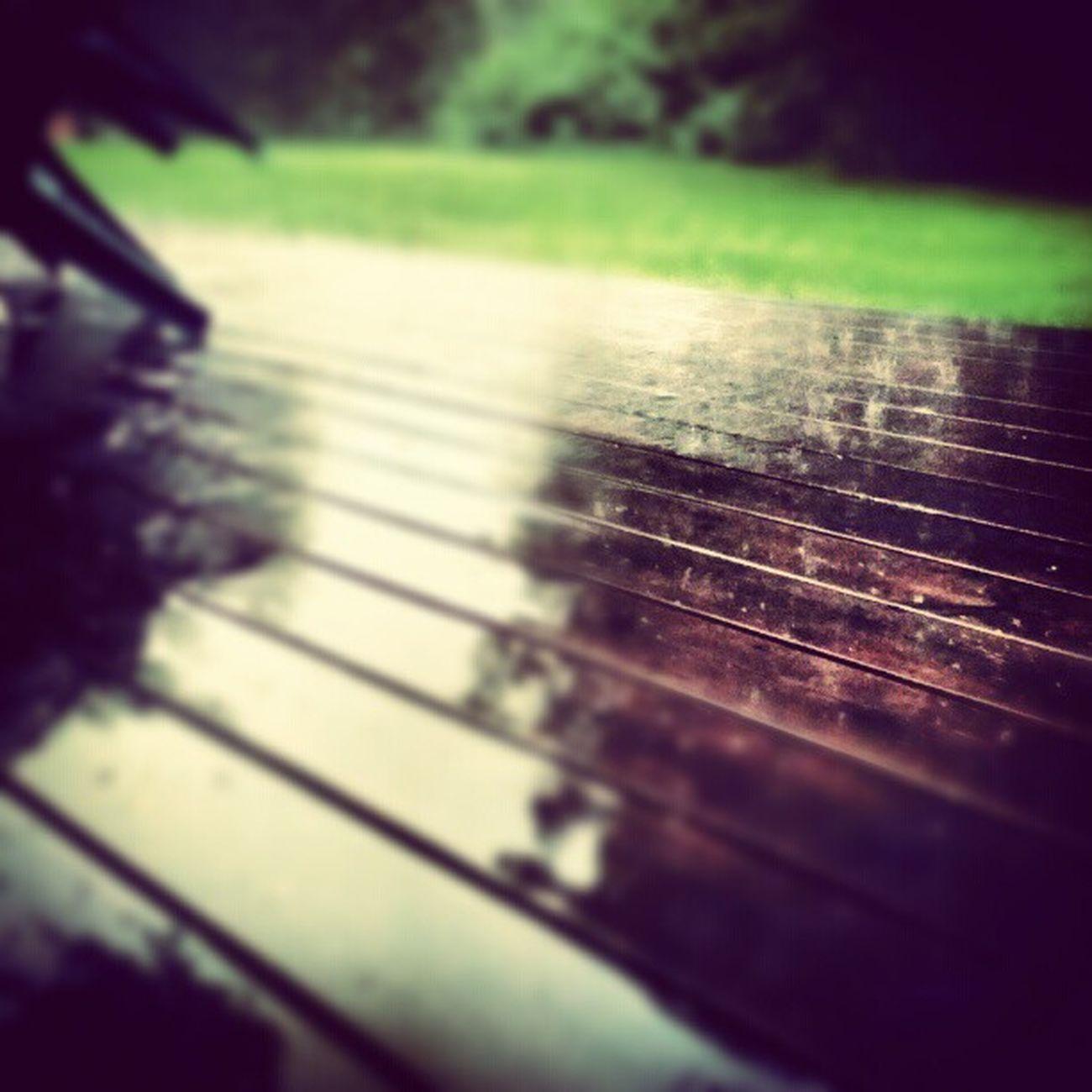 Det typ regnar ute. Regn  öser Ner Rain