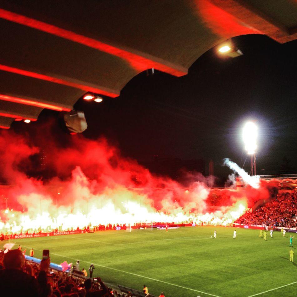 Forêt de feux. Fumigènes Girondins Bordeaux Stade Chaban-Delmas Lescure 09/05/2015 Dernier Match Football