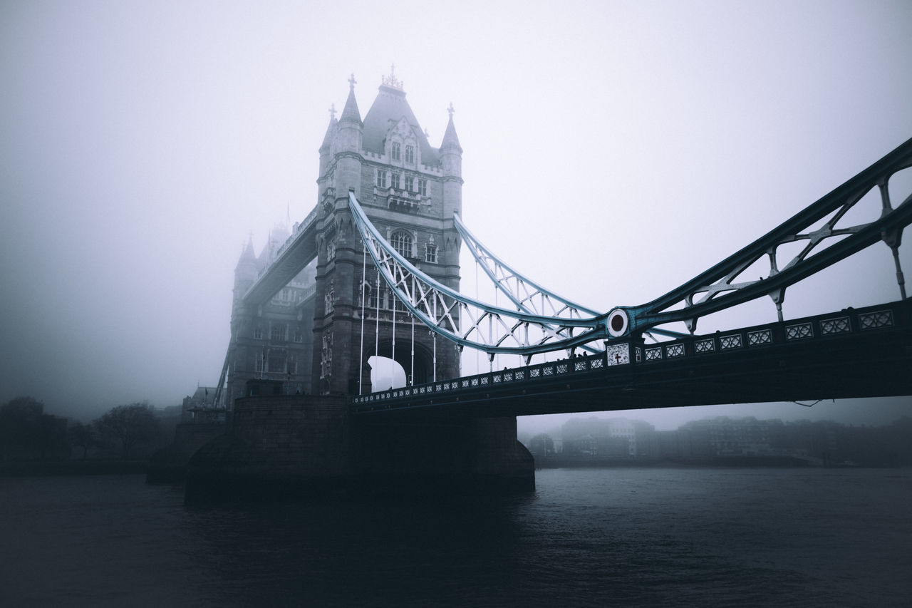 The fog was crazy! Architecture Architecture Bridge - Man Made Structure Built Structure City City City Life Exploring EyeEm EyeEm Best Edits EyeEm Best Shots EyeEm Gallery Fog London No People Outdoors River Suspension Bridge Taking Photo Taking Photos Taking Pictures Tourism Travel Travel Destinations Water