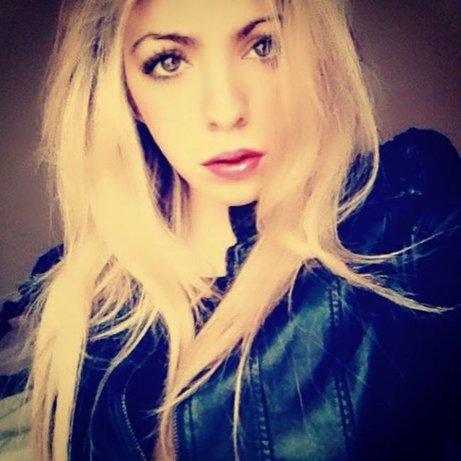 Blonde Lipstick Jacket Kisses Fun Hello World Taking Photos Enjoying Life Vivirmivida Blogger Cmblog