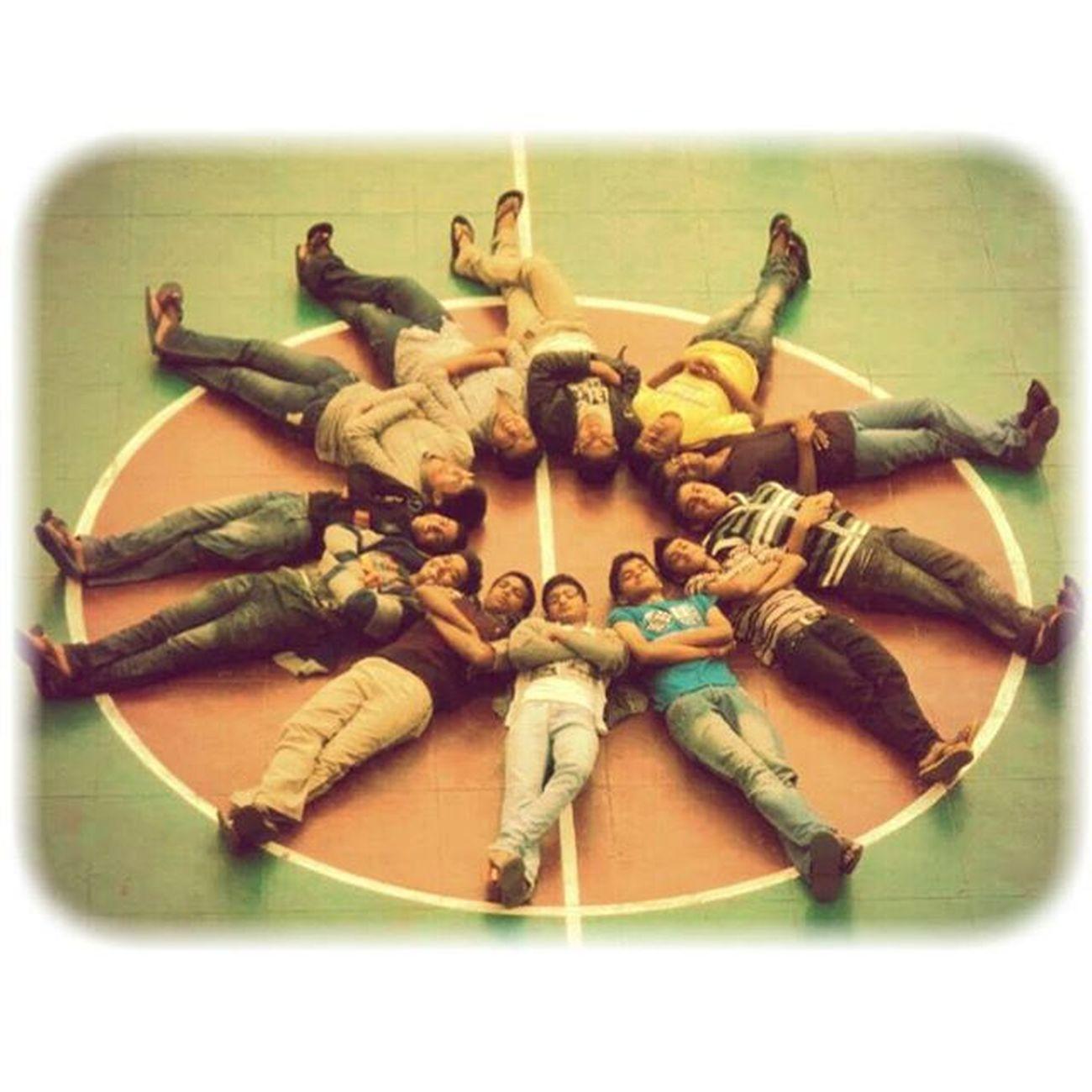 Happiness lies in da Friend circle! Old_image , Miss u ppl 😢