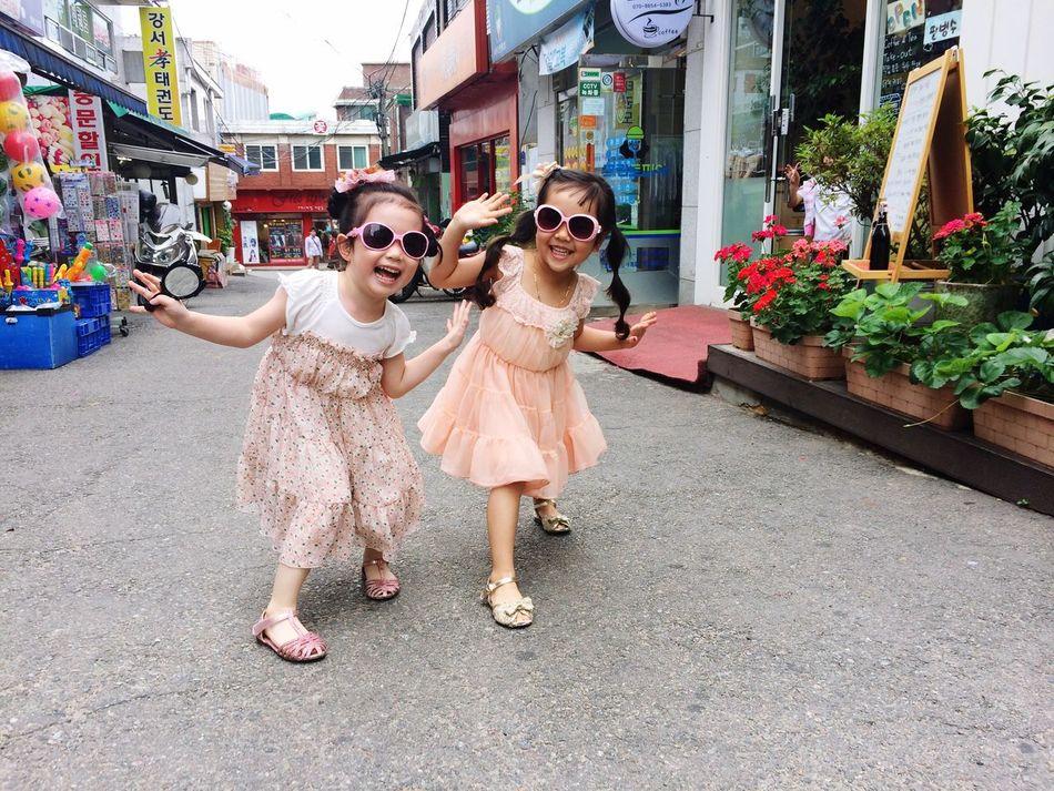 Best friends-5 years old Amy Susan Here Belongs To Me 5yearsold Girls Twins Best Friends