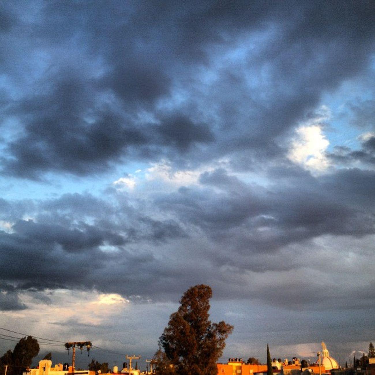 agua en el cielo #squaready #igers #igersdf #igersmx #igersme #proyectodf #sky #cloud #cloudporn #skyporn #travel #traveler Sky Travel Cloud Cloudporn Skyporn Traveler Igers Squaready Igersme Igersdf Proyectodf Igersmx Elcielo