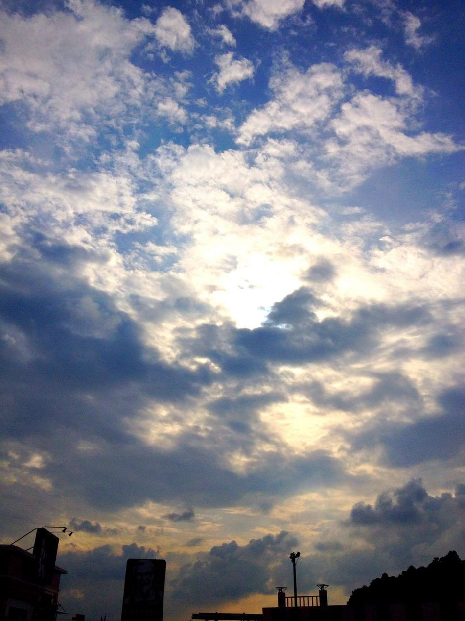 IPhone 4S Clouds And Sky 雲が多い一日だったよ
