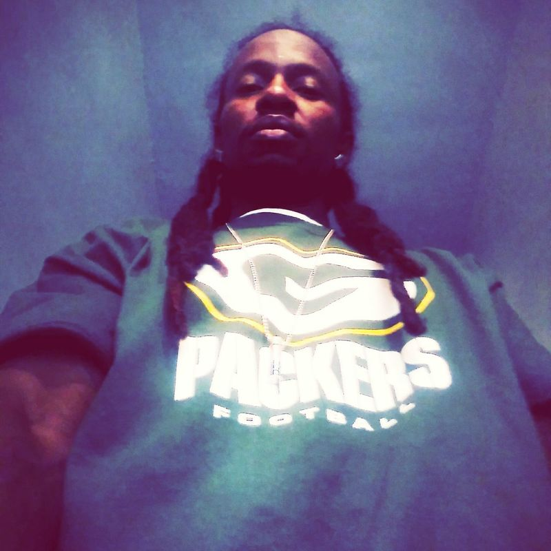 Adults Only One Person Indoors  Adult Portrait Low Angle View One Man Only People Only Men Day Representing Young Adult SpazzG Youngspazzg Cmespazztv GreenbayPackers Greenbay Greenbay Packers NFLSeason