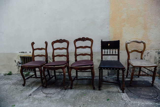 A row of old chairs in flea market Chair Flea Market Finds Flea Markets Fleamarket Furniture Household Market Old Sell Shopping Vintage Vintage Shopping