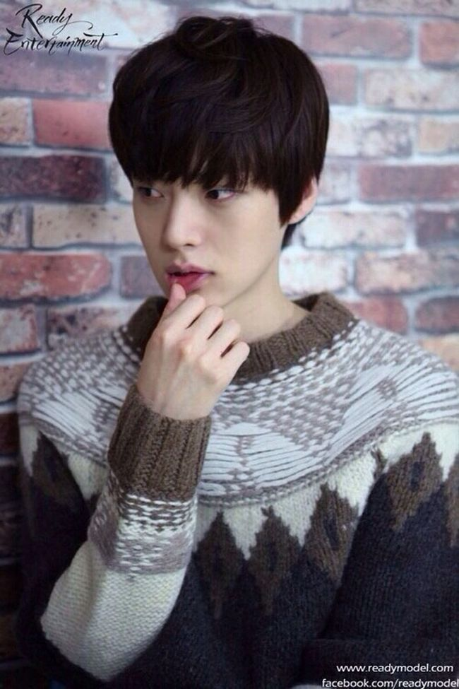 whoaaa it's been a while since the last time i posted a pic so there you go! You Are All Surrounded Ahn Jae Hyun