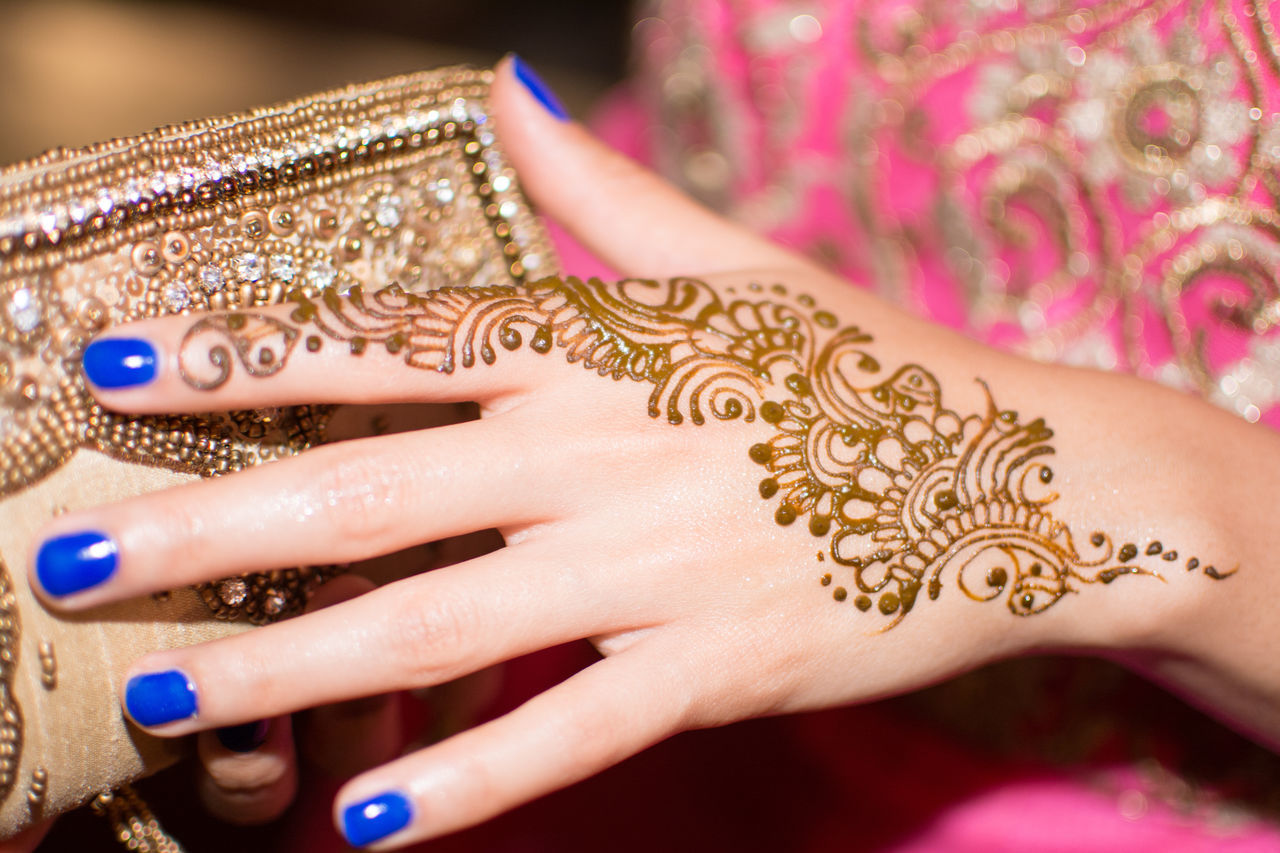 Adult Adults Only Bangle Beautiful Woman Beauty Close-up Cultures Fingernail Human Body Part Human Hand Jewelry Lifestyles Mehndi Mehndi Night Nail Polish One Person One Woman Only One Young Woman Only Only Women People Ring Traditional Clothing Wedding Women Young Women