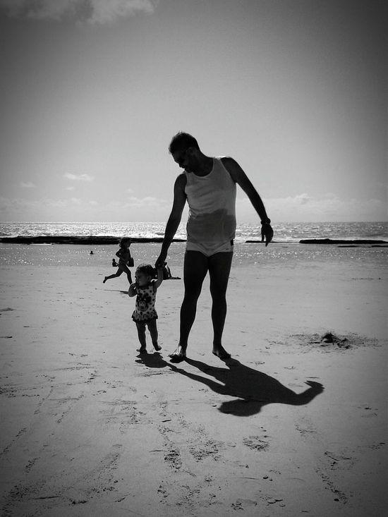 Photos That Will Restore Your Faith In Humanity Boa Viagem Beach Rafaelabela Black And White Fathers Day Fathers Recife/PE Filhaslindas Filha ♥