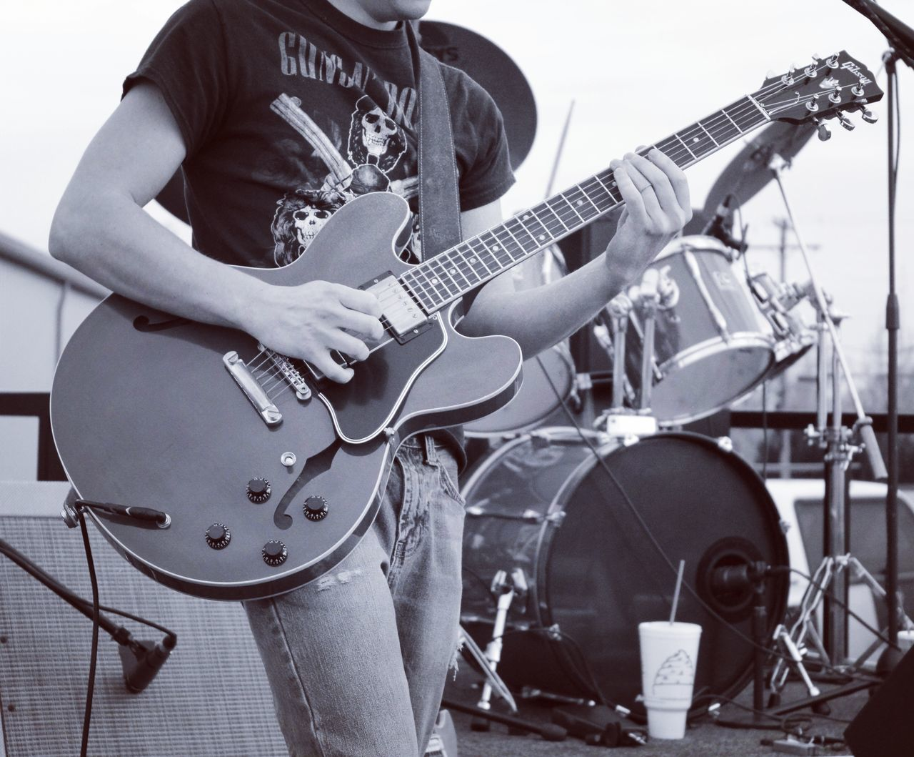 Music Arts Culture And Entertainment Plucking An Instrument Electric Guitar One Person Performance Adults Only Playing Guitarist Musician Guitar Skill  One Man Only Rock Music Musical Instrument Performing Arts Event Adult Men Electric Guitars Plugged In Rocknroll