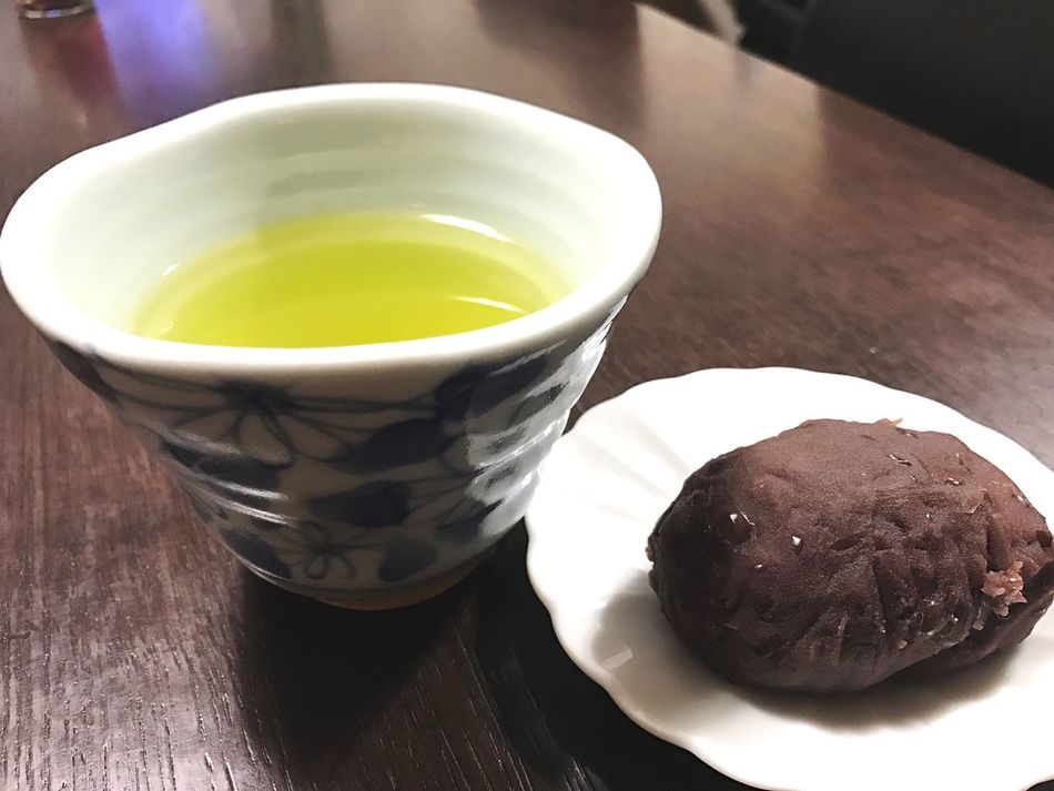 March 2017 Gift Frommyfriend Japanese Food Japanesesweets BeanPaste and Ricecake ❓ Ohagi Ohigan 帰宅したら、友達が手作りのおはぎを届けてくれていた😋 Food And Drink Yummy Japan Photography