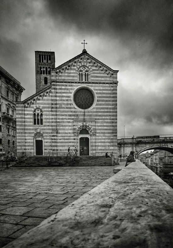https://youtu.be/JrnwNVnWhWk Amazing Architecture Black & White Chiesa Church Gente Iglesia Monochrome People Street Photography