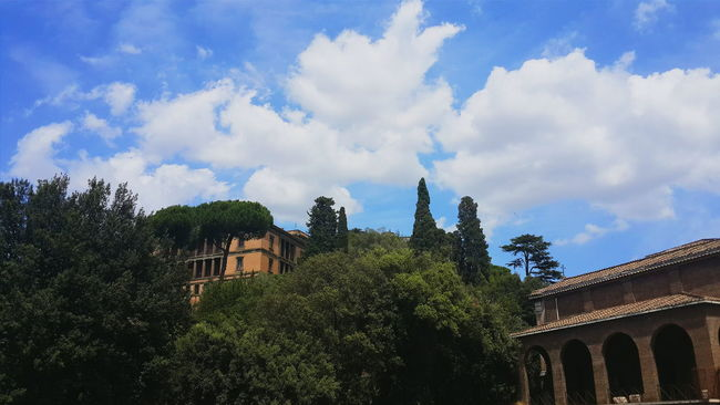 Architecture Trees Green Color Cloudy No People Cloud Built Structure Lifestyles Rome Italy Life In City Beautiful Rome Traveling