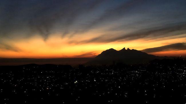 Cerro de la Silla 6:47 am IPhoneography Mobilephotography EyeEm Best Shots - Sunsets + Sunrise Taking Photos
