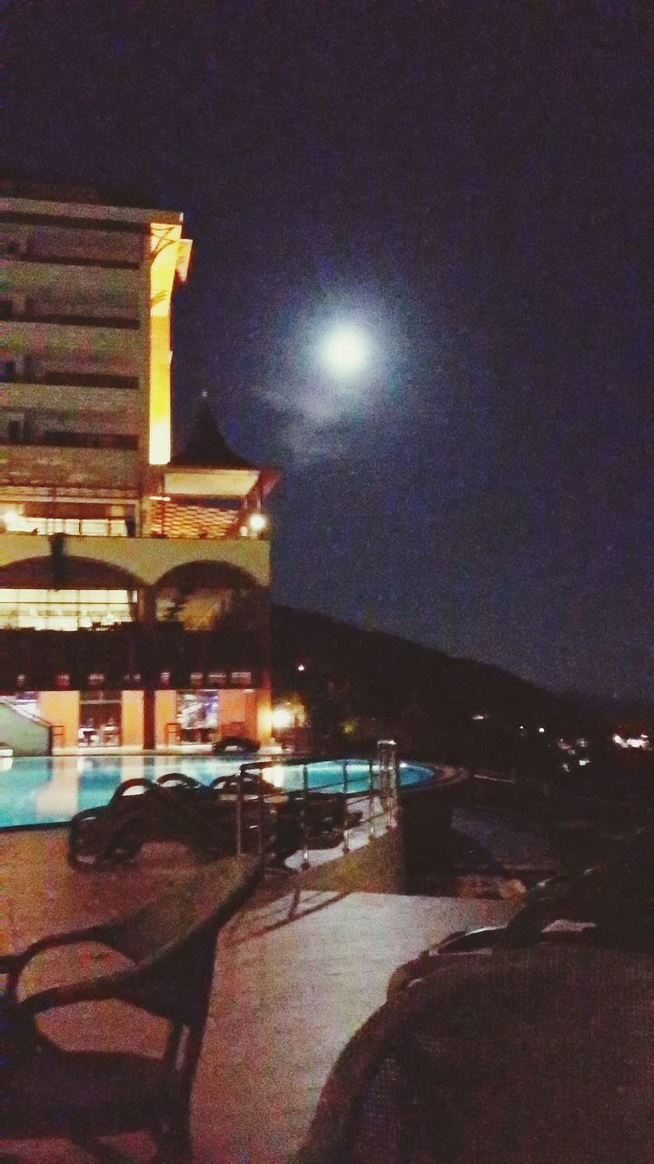Utopia World Hotel Moonlight Blood Moon