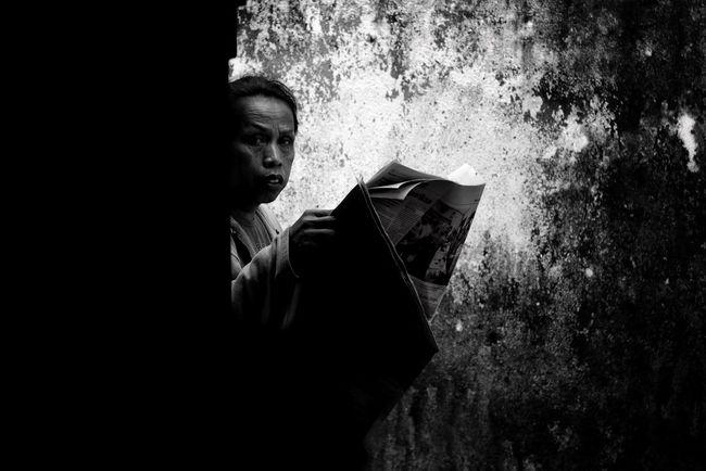 EyeEm Monochrome Photography Blackandwhitephoto Streetphotography Black And White Street Photography Black & White Photography Creativity Welcome Weekly Shadow Indoors  Human Body Part