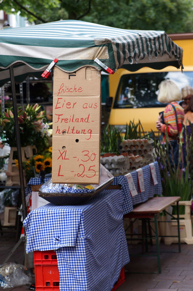 Bio Day Display Eggs Eier Farmers Market Focus On Foreground For Sale Free-range Germany Lifestyles Market Market Stall Markt Outdoors Retail  Sale Sign Small Business Wochenmarkt öko
