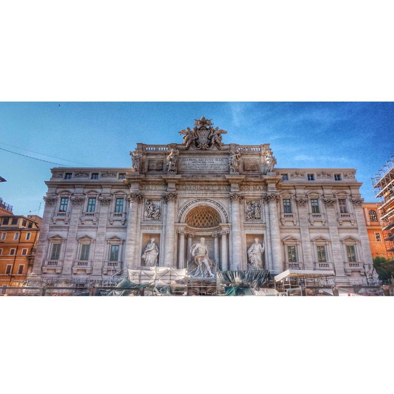 Roma tour. More Fantastic than before Fontana Di Trevi Roma Italia Today Is So Hot Tiamo and Enjoying Life