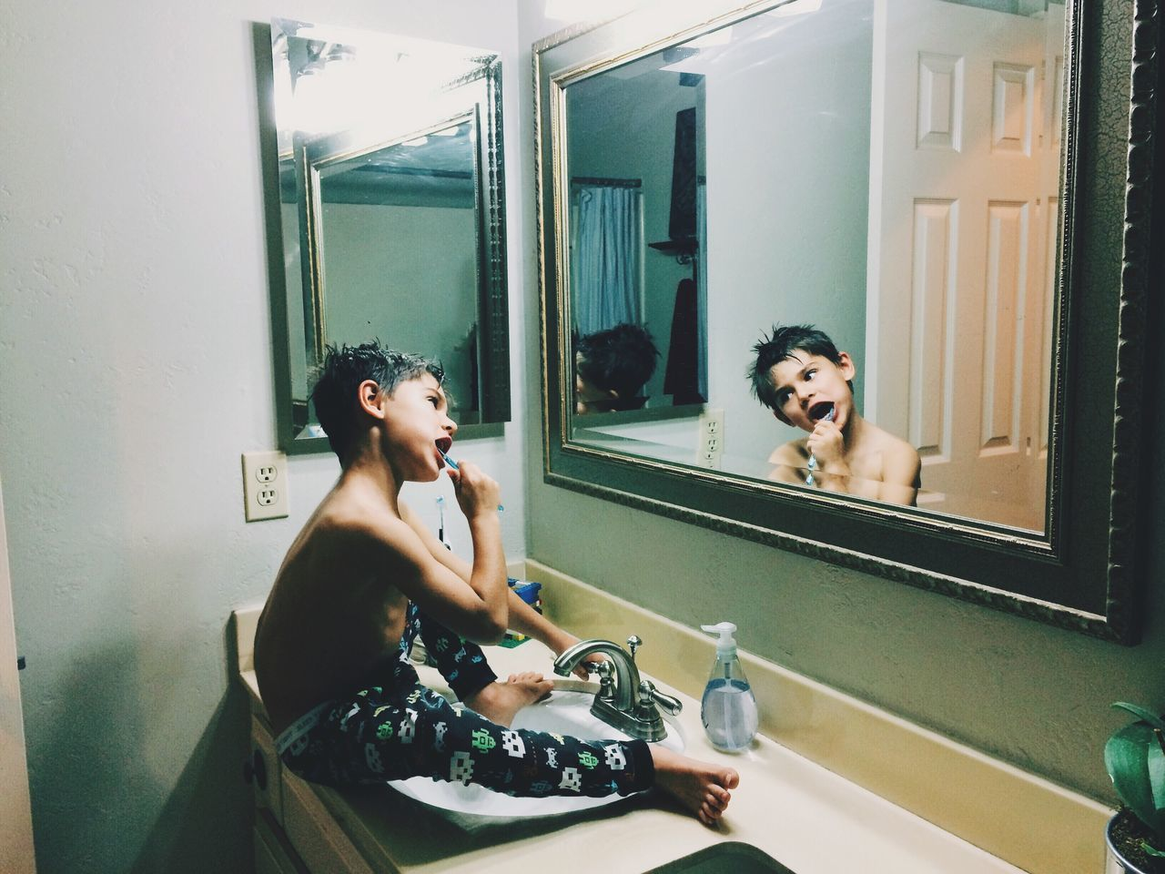 Brush your teeth Bedtime Brushing My Teeth The Portraitist - 2016 EyeEm Awards My Year My View