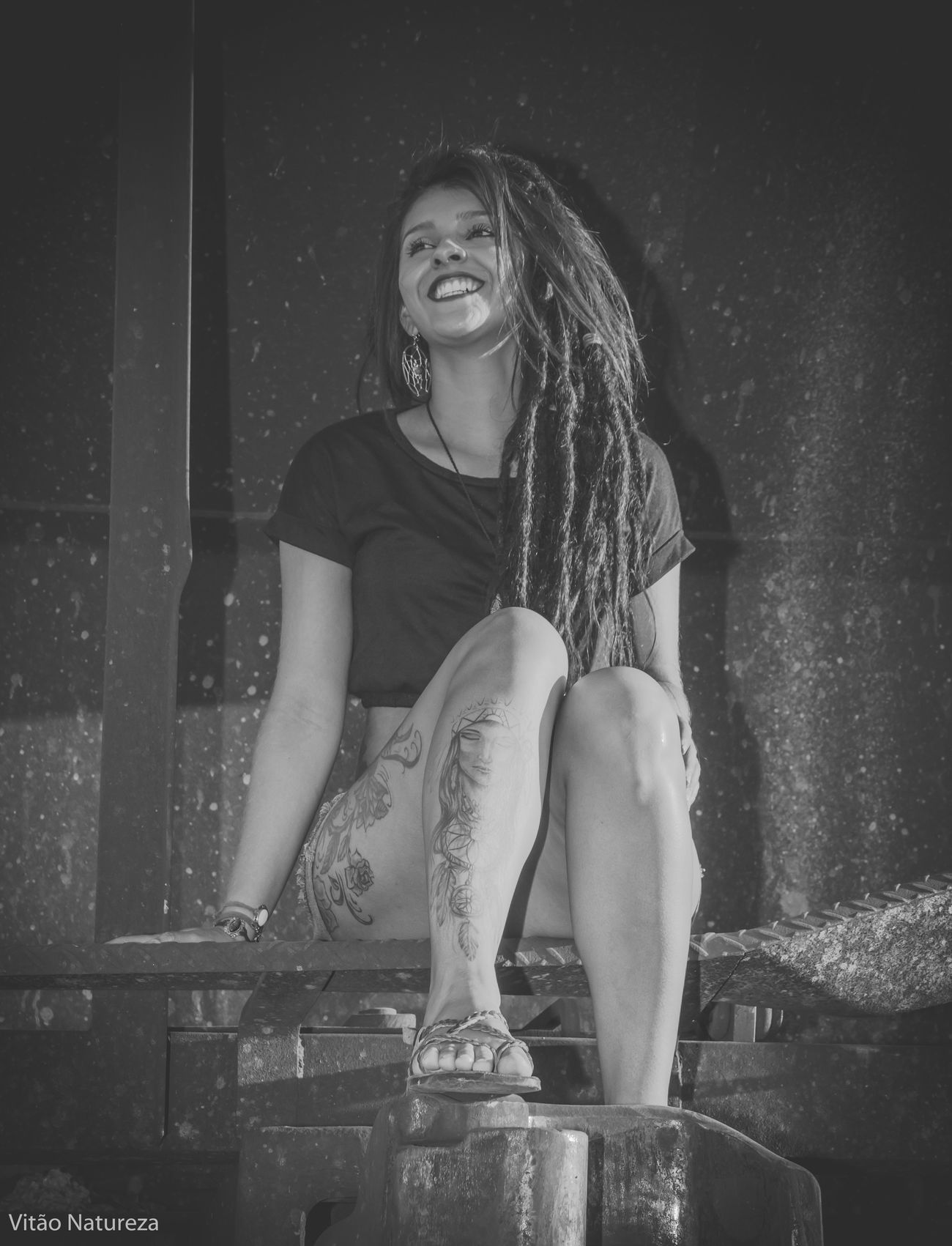 Belezafeminina Ensaiofeminino Ensaioexterno Olharnatural Vitaonatureza Victornatureza Fotografiaéarte Nikonphotography Mulher Ensaiofotografico Dreds  Braziliangirl Beleza Fotografia Morena Ensaio Nikon D7000 Natureza Photography Sun Brunette Tattoo Model Girl Fotodocumental