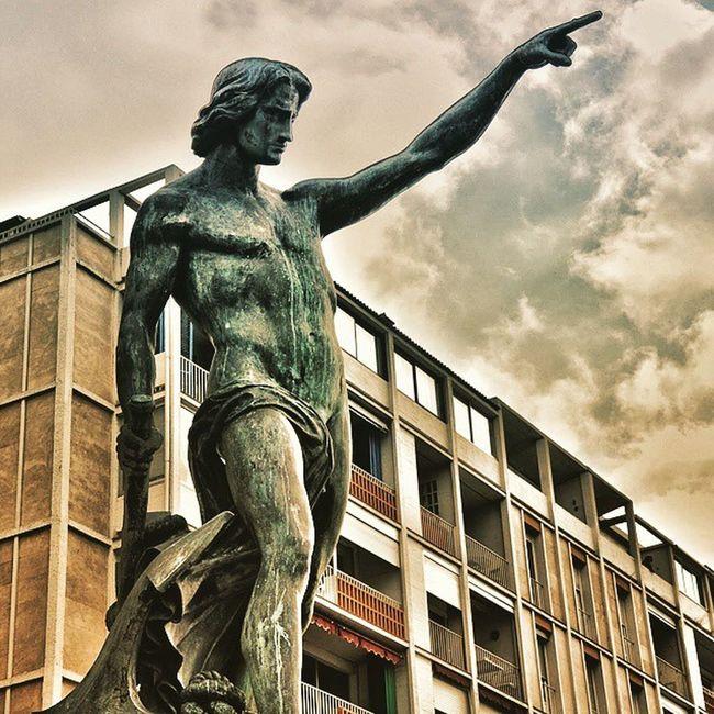 Toulon Cuverville & la Frontale Nikonfr Monbeauquartier Toulon Igerstoulon Var PACA Statue Street Urban Nikon Toulonforever Photomed2015 @var_matin