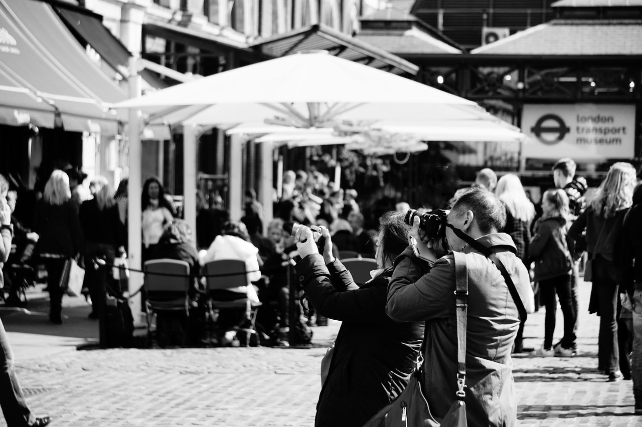 1848 Black & White Black And White Blackandwhite Photography City Covent Garden  Crowd Day Focus On Foreground Large Group Of People Lifestyles London Men Outdoors People People And Places People Photography People Watching Peoplephotography Photography Real People Tourism Tourist Walking Women The Street Photographer - 2017 EyeEm Awards Live For The Story The Street Photographer - 2017 EyeEm Awards