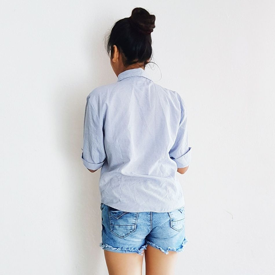 Three Quarter Length Rear View One Person Standing Adults Only One Man Only Only Men Adult Young Adult People Business Finance And Industry Indoors  Day Tiempo Libre Tiempoasolas Espaldas
