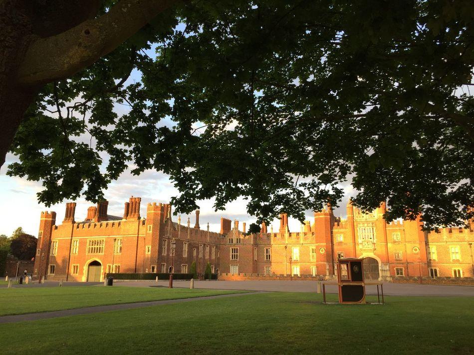Seeing The Sights Hampton Court Palace Golden Light Palace Henryviii Dramatic Decorative Structure