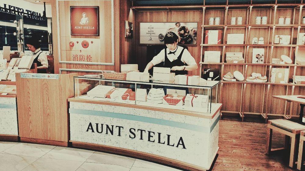 Taipei City Auntstellas Biscuits People Indoors  Department Store