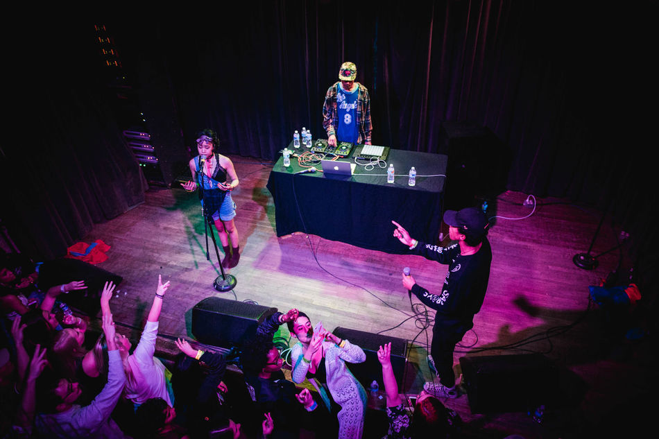 Full Length Dark Night Culture Young Adult Nightclub Hip Hop Music Brings Us Togheter Live Music Indoors  Stubbs Turntables Rapper A Bird's Eye View View From Above