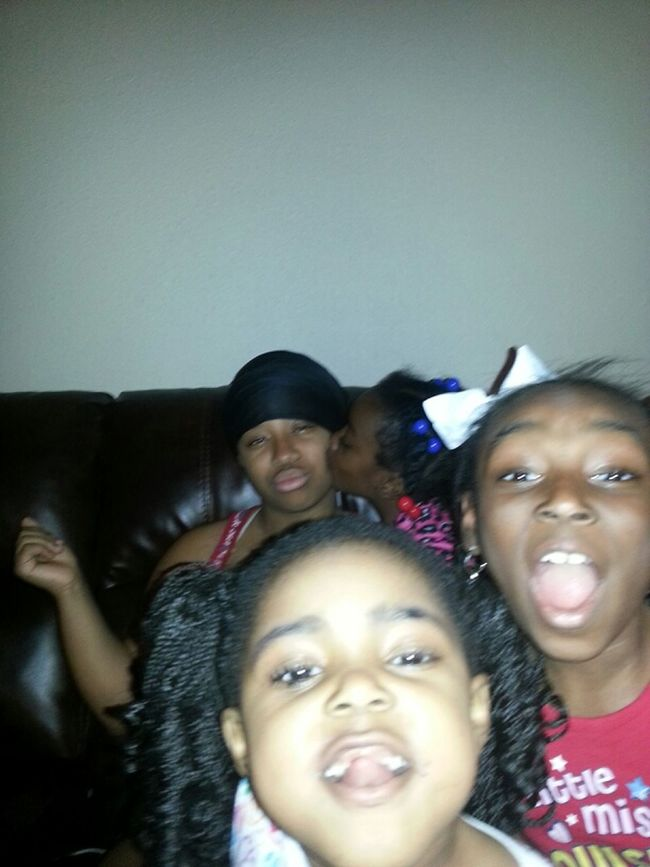 This What My Lil Cousins Do With My Fone Lol