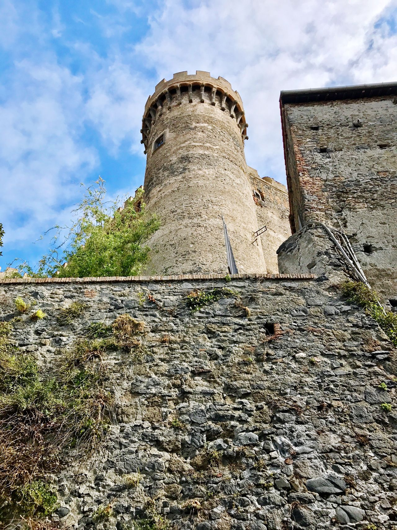 Architecture Low Angle View Built Structure Sky Day Cloud - Sky History Outdoors No People Building Exterior Nature Ancient Civilization Torre Torony Bástya Bastione Wheniwasanapple Régi Motoros Castello Kastély