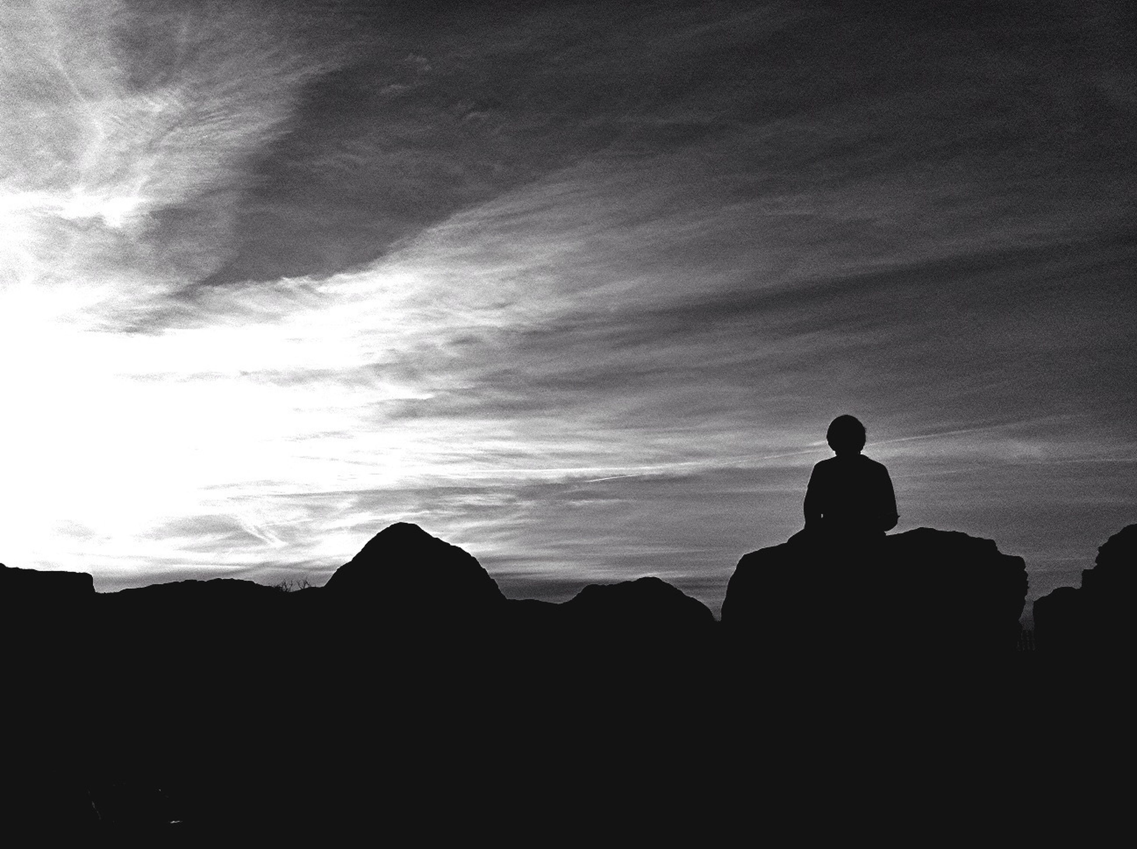 silhouette, sky, tranquility, scenics, cloud - sky, tranquil scene, beauty in nature, outline, sunset, nature, dusk, dark, copy space, landscape, cloud, idyllic, men, standing, outdoors