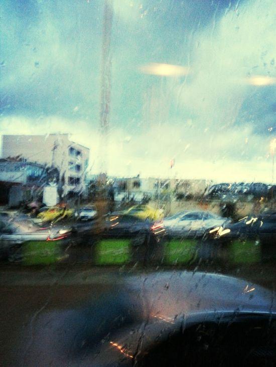 "Tirana City Gurda Come Piove! -.-"" Piove."