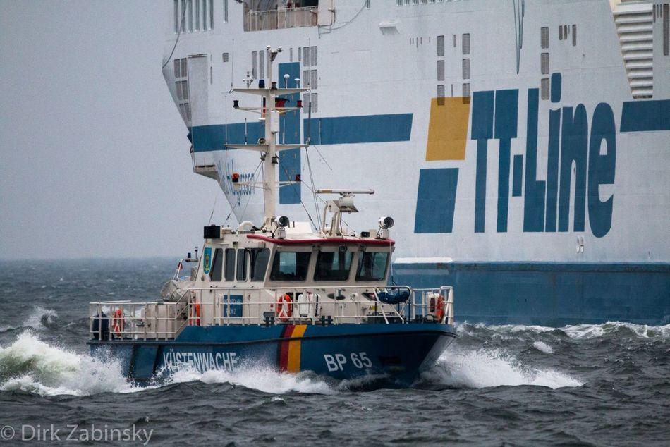 #Küstenwache Boot Küsten Ostsee Rostock Schiff Seefahrt Warnemünde Wellen