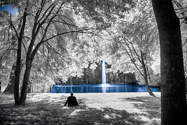 Hello from the other side Day Fabulous Fountain Infrared Infrared Photo Infrared Photography IR Motion Mystery Nature Other Perspectives Outdoors Park - Man Made Space People People And Places People Photography People Watching Relaxing Remote Scenics Spraying Tranquil Scene Tranquility Tree Water